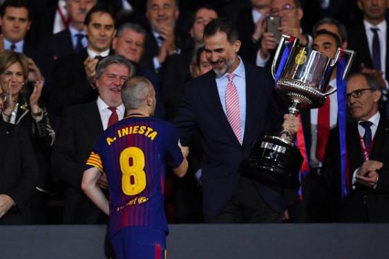 Andres+Iniesta+King+Felipe+VI+Barcelona+vs+nvyGysUfq0hl